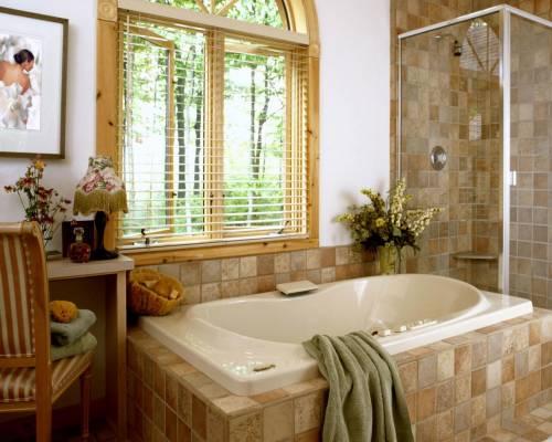 Интерьер ванной комнаты в доме